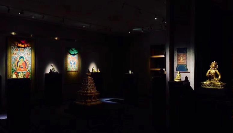 led track lighting untuk sistem pencahayaan galeri seni